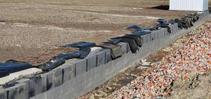 Raccord d'une étanchéité de toiture à une construction enterrée