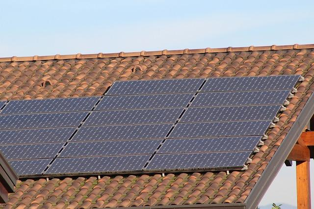 4 Tips To Increase Efficiency Of Roof Mounted Solar Panels Construction21