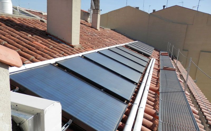 Integrated PV solution for tilted roofs