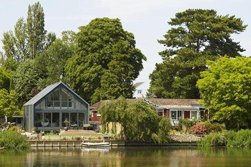 thames amphibious house