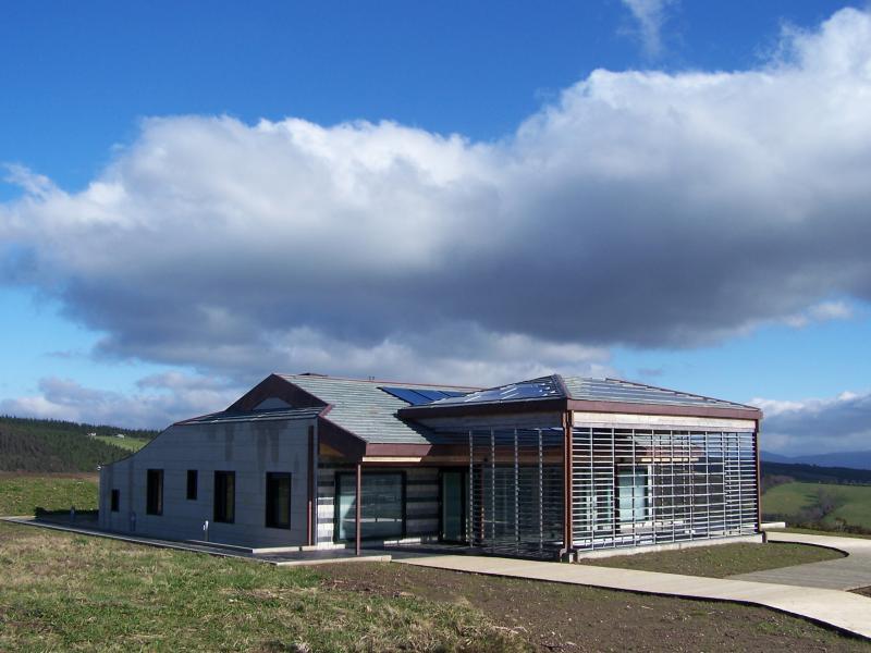 Punto de informaci n para la exposici n ibarrola en garoza - Casas bioclimaticas prefabricadas ...