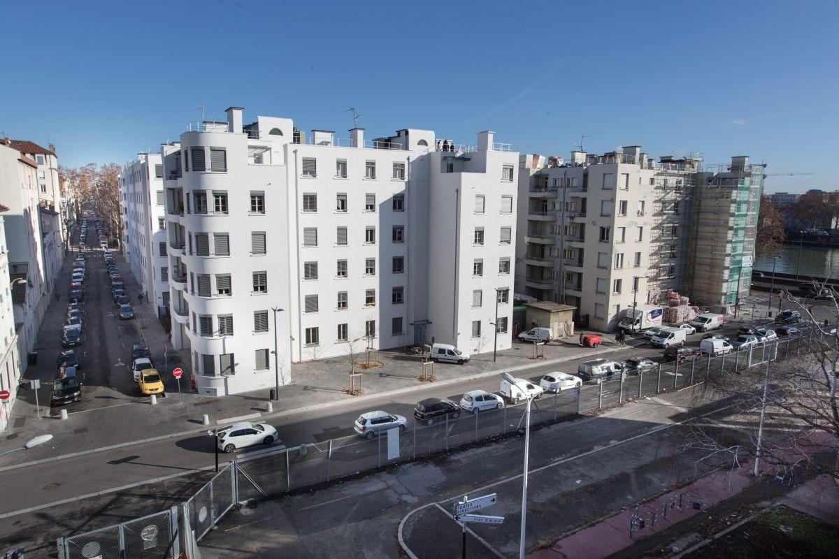 La Cité Perrache (Grand Lyon Habitat) est actuellement le plus important projet de rénovation énergétique de Lyon-Confluence : 257 logements sociaux et 15 000 m2