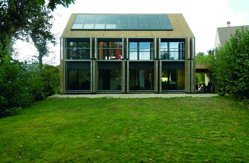 Maison en bambou construction21 - Maison contemporaine solar solutions design ...