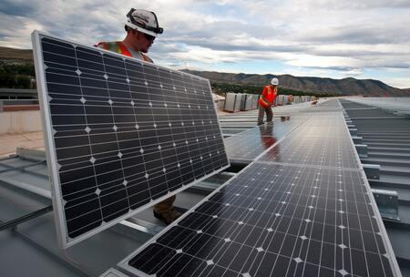 Portés par un contexte favorable, les professionnels du solaire veulent peser davantage