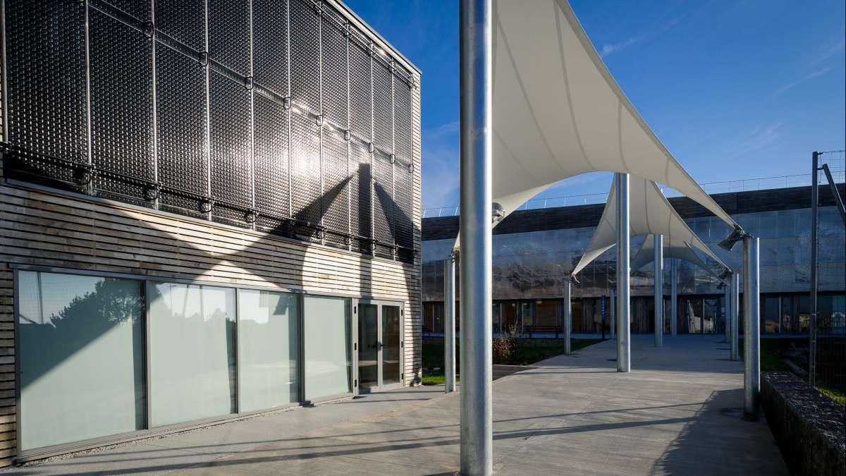 Rafraîchir les bâtiments publics non climatisés, le besoin se confirme pour le scolaire