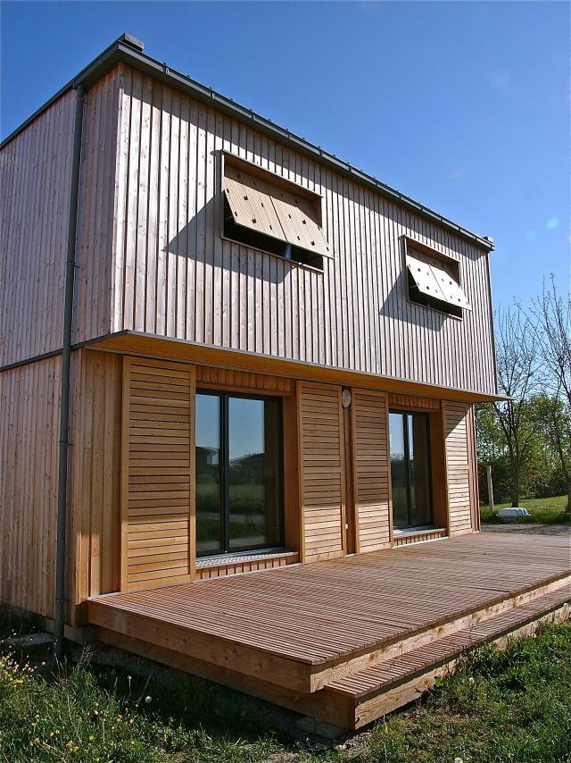 Petite maison contemporaine cologique de niveau passif for Petite maison architecte contemporaine