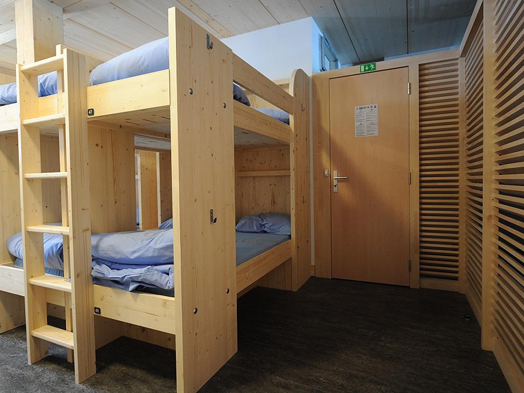 refuge du gouter construction21. Black Bedroom Furniture Sets. Home Design Ideas